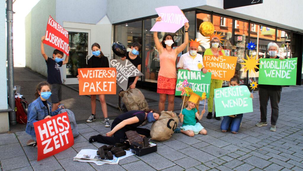 Plakate gegen Kohleverlängerung für die Energiewende